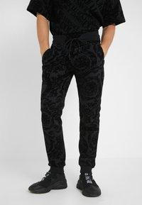 Versace Jeans Couture - BAROQUE JOGGERS - Verryttelyhousut - black - 0