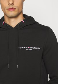 Tommy Hilfiger - SMALL LOGO HOODY - Felpa con cappuccio - black - 3
