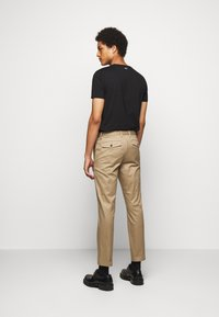 CLOSED - DEVON SLIM - Chino - deep dune - 2