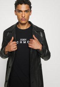 John Richmond - TOLIMA REGULAR - Print T-shirt - black - 4