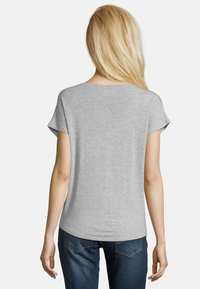 Betty & Co - Basic T-shirt - light silver melange - 2