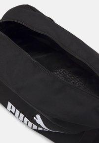Puma - PHASE SPORTS BAG UNISEX - Torba sportowa - black - 2