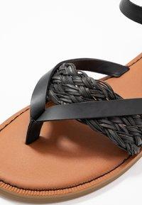 TOMS - LEXIE - Sandály s odděleným palcem - black - 2