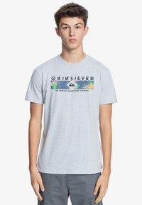 Quiksilver - DISTANT SHORES - Print T-shirt - athletic heather - 0
