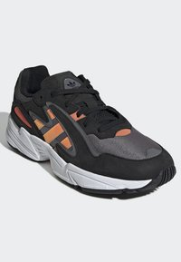 adidas Originals - YUNG-96 CHASM SHOES - Trainers - black - 3