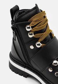 Dsquared2 - Šněrovací kotníkové boty - black - 5