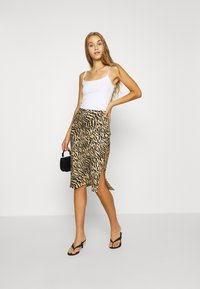 Good American - ZEBRA BIAS SKIRT - Pencil skirt - sand - 1