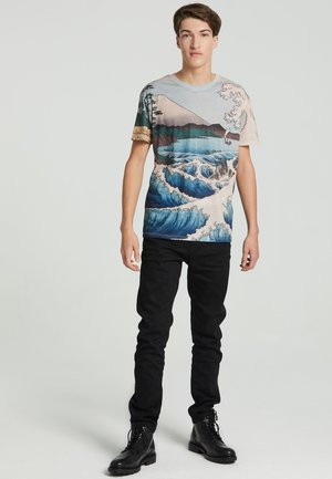 THE SEA OF SATTA  - Print T-shirt - beige