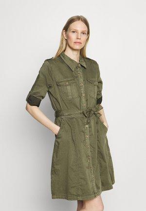 UNIFORM DRESS - Košilové šaty - sea turtle