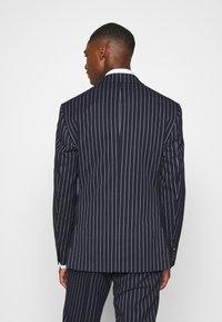 Isaac Dewhirst - BOLD STRIPE SUIT - Suit - dark blue - 3