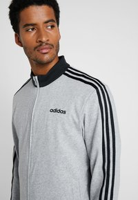 adidas Performance - ESSENTIALS SPORT COTTON TRACKSUIT - Tepláková souprava - medium grey heather/black - 5