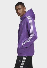 adidas Originals - STRIPES HOODIE - Mikina skapucí - purple - 2