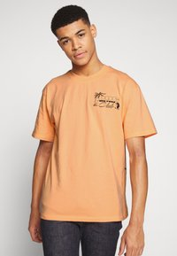 Edwin - ONE THE ROAD - T-shirt con stampa - cantaloupe - 0