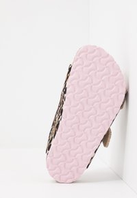 Birkenstock - ARIZONA - Pantuflas - brown/rose - 5