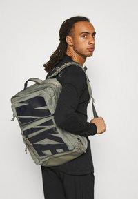 Nike Performance - UTILITY SPEED UNISEX - Rucksack - light army/light army/black - 0