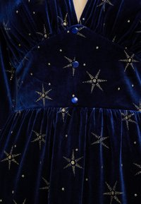 Missguided - LIGHT MAGIC GLITTER BUTTON FRONT MIDI DRESS - Vardagsklänning - blue - 5