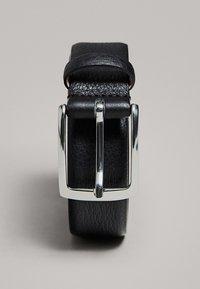 Massimo Dutti - MIT DOPPELTER SCHNALLE - Belt - black - 1