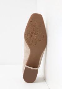 Peter Kaiser - PAULINE - Classic heels - sand platin - 6