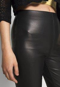 Soaked in Luxury - KAYLEE KICKFLARE PANTS - Broek - black - 4