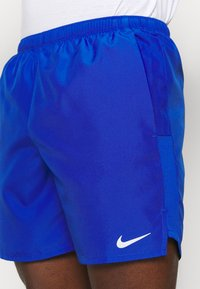 Nike Performance - CHALLENGER SHORT  - Sportovní kraťasy - game royal/silver - 4