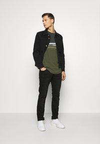 QS by s.Oliver - Slim fit jeans - black melange - 1