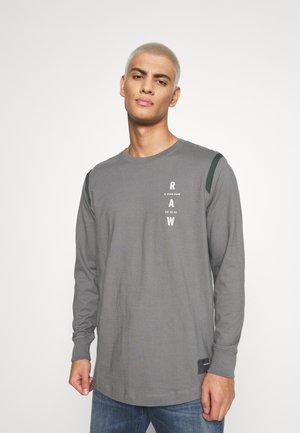 TAPE LOGO LASH - T-shirt à manches longues - keyz/light building