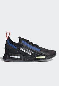 adidas Originals - NMD_R1 SPECTOO UNISEX - Sneakersy niskie - core black/yellow tint - 7