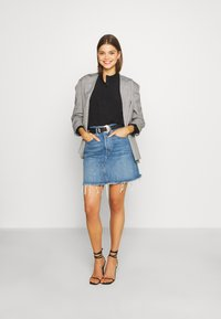 Levi's® - DECON ICONIC SKIRT - A-linjainen hame - stone blue denim - 1