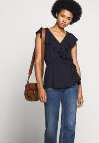 Lauren Ralph Lauren - T-shirts med print - navy - 4