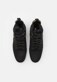 Timberland - KILLINGTON HIKER CHUKKA - Sneaker high - black - 3