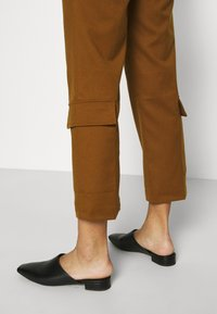 Who What Wear - TROUSER - Trousers - brown - 4