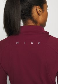 Nike Performance - DRY - Funktionstrøjer - dark beetroot/white - 5