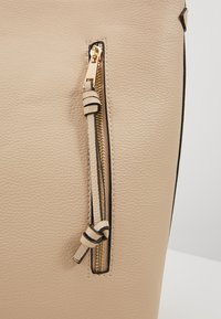 Pieces - PCCULA CROSS BODY  - Handbag - beige/gold - 2