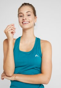 ONLY Play - CHRISTINA SEAMLESS  - T-shirt de sport - shaded spruce - 3