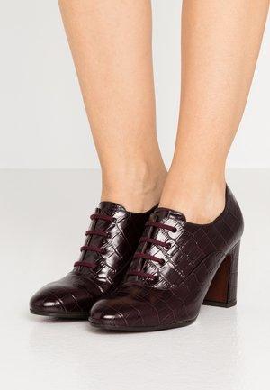 ELITA - Kotníková obuv na vysokém podpatku - kenya grape