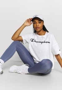 Champion - CREWNECK - Triko spotiskem - white - 1