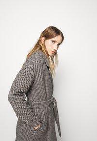 DESIGNERS REMIX - ISABELLE BELTED COAT - Klasický kabát - multi colour - 3