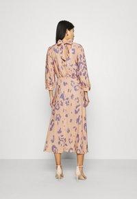 Closet - V-BACK WITH BOW MIDI DRESS - Day dress - peach - 2