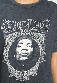 Topshop - SNOOP DOG FACE - T-shirts print - black - 4