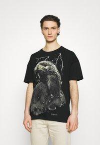 Tigha - SKY EAGLE ARNE - Print T-shirt - vintage black - 0