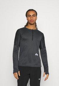 Nike Performance - TRAIL - Camiseta de deporte - black/dark smoke grey - 0