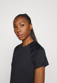 Under Armour - SPORT HI LO  - T-shirt basic - black - 3
