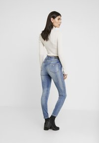 Guess - 1981 - Jeans Skinny Fit - tinted touch - 2