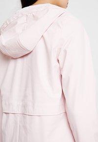 ONLY - ONLTRAIN RAINCOAT - Regnjakke / vandafvisende jakker - strawberry cream - 4