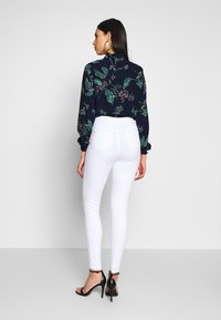 Missguided Tall - VICE HIGHWAISTED - Jeans Skinny Fit - white - 2