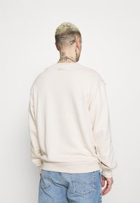 adidas Originals - CREW UNISEX - Sweatshirt - halo ivory - 2