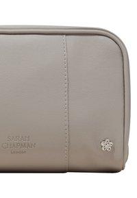 Sarah Chapman - SKINESIS SKIN SOLUTIONS – THE DRYNESS & DEHYDRATION FIX  - Skincare set - - - 5