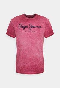 Pepe Jeans - WEST SIR NEW - T-shirt z nadrukiem - currant - 0
