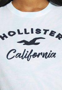 Hollister Co. - TECH CORE UPDATES - Print T-shirt - blue - 4