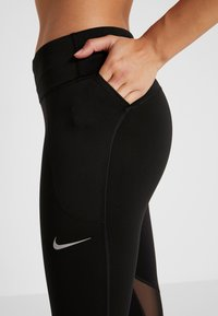 Nike Performance - FAST CROP - Legginsy - black/reflective silver - 5